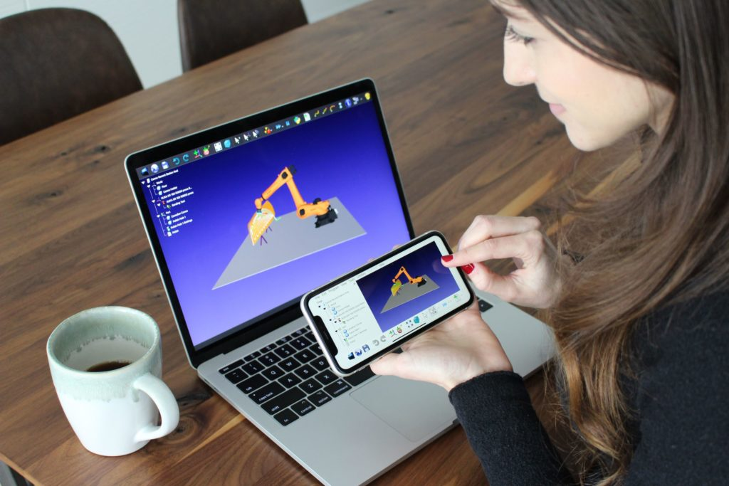 Robot Simulation and Programming for Mobile